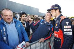 Thierry Neuville, Hyundai i20 WRC, Hyundai Motorsport, avec ses fans