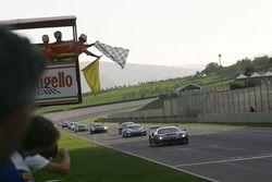 L'arrivo di Gara 1 GT3, #46 Ferrari 488-S.GT3, Black Bull Swisse Racing: Venturi-Gai prendono la bandiera a scacchi