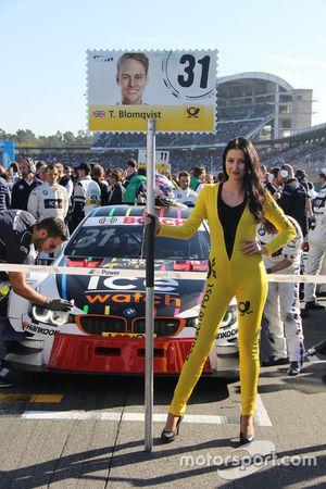 Grid girl di Tom Blomqvist, BMW Team RBM, BMW M4 DTM