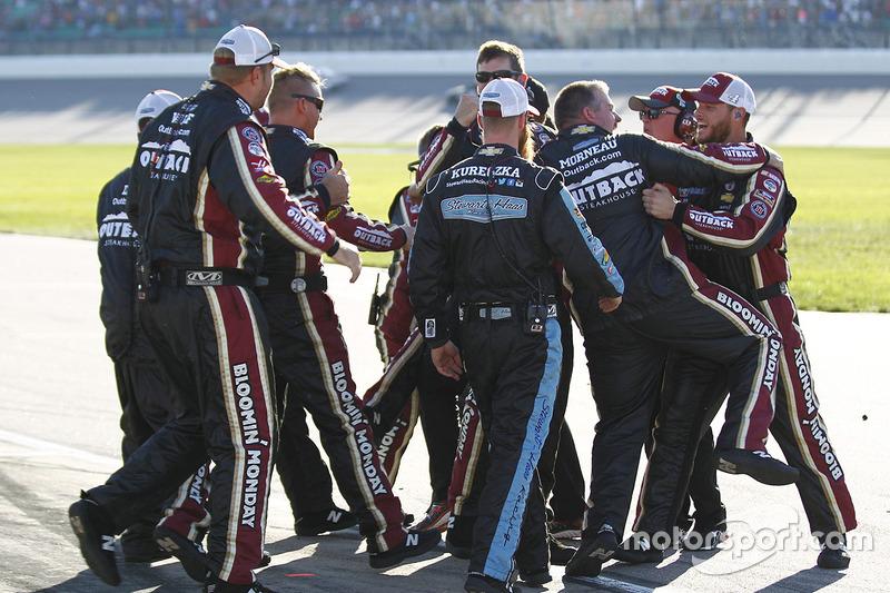Le vainqueur, Kevin Harvick, Stewart-Haas Racing Chevrolet
