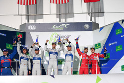 Podio GTE PRO: i vincitori #67 Ford Chip Ganassi Racing Team UK Ford GT: Andy Priaulx, Harry Tinckne