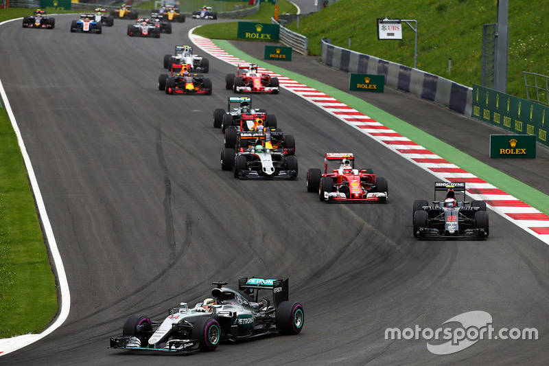 Lewis Hamilton, Mercedes AMG F1 W07 Hybrid al comando alla partenza