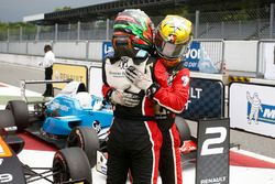 Race 2 winnaar Dorian Boccolacci, Tech 1 Racing en derde Sacha Fenestraz, Tech 1 Racing