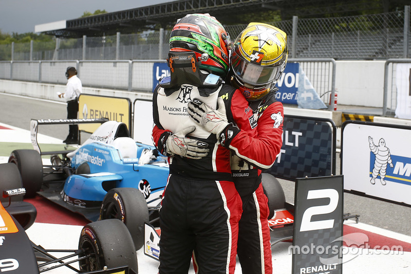 Ganador carrera 2 Dorian Boccolacci, Tech 1 Racing y tercer lugar Sacha Fenestraz, Tech 1 Racing