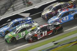Carl Edwards, Joe Gibbs Racing, Toyota; Denny Hamlin, Joe Gibbs Racing, Toyota; Jamie McMurray, Chip