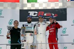 Podium: Race winner Roberto Colciago, Target Competition, Honda Civic TCR; second place Stefano Comini, Leopard Racing, Volkswagen Golf GTI TCR; third place James Nash, Team Craft-Bamboo, SEAT León TCR
