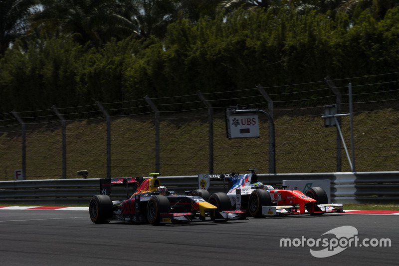 Pierre Gasly, PREMA Racing, und Oliver Rowland, MP Motorsport
