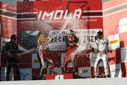 Podio Rookie Gara 3: il secondo classificato Leonard Hoogenboom, il vincitore Artem Petrov, DR Formu