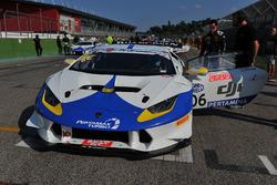 #106 Lamborghini Huracan S.GTCup, Vincenzo Sospiri Racing: Nemoto-Costa in griglia di partenza