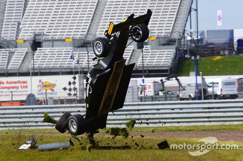 Enzo Bortoleto mit heftigem Crash