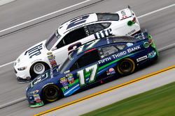 Brad Keselowski, Team Penske Ford, Ricky Stenhouse Jr., Roush Fenway Racing Ford