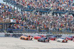 Inicio: Daniel Suarez, Joe Gibbs Racing Toyota y Sam Hornish Jr., Joe Gibbs Racing Toyota líder