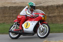 Giacomo Agostini auf der MV Agusta 500