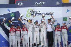 Podium: race winners Timo Bernhard, Mark Webber, Brendon Hartley, Porsche Team, second place Lucas d