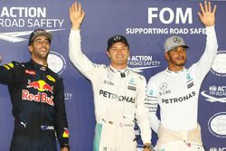 Qualifying Top 3; Pole position for Nico Rosberg, Mercedes AMG F1 W07 Hybrid; second place Daniel Ri