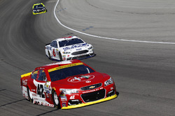 Kyle Larson, Chip Ganassi Racing Chevrolet, Trevor Bayne, Roush Fenway Racing Ford