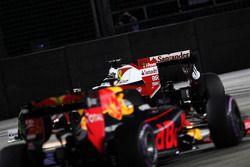 Sebastian Vettel, Ferrari SF16-H y Daniel Ricciardo, Red Bull Racing RB12