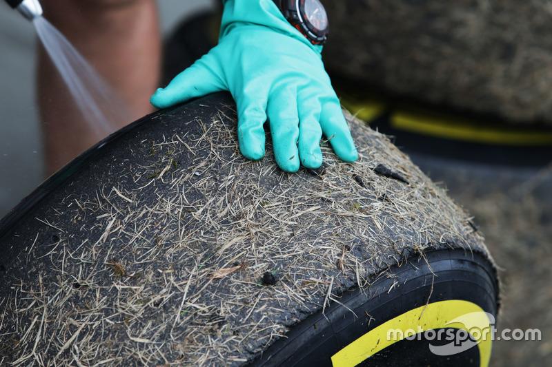 إطارات بيريللي يغطيها العشب