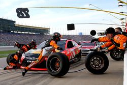 Martin Truex Jr., Furniture Row Racing Toyota pit action