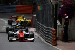 Daniel de Jong, MP Motorsport con Sean Gelael, Campos Racing golpea la barrera