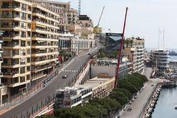 Romain Grosjean, Haas F1 Team VF-16 et Marcus Ericsson, Sauber C35