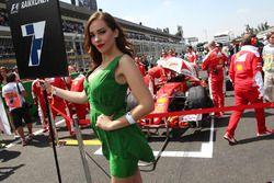 La Grid Girl de Kimi Raikkonen, Ferrari SF16-H
