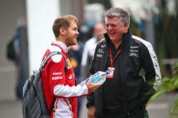 Sebastian Vettel, Ferrari, mit Otmar Szafnauer, Sahara Force India F1
