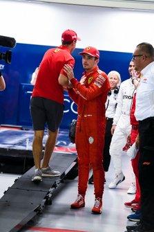 Sebastian Vettel, Ferrari, si congratula con il pole man Charles Leclerc, Ferrari