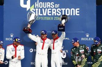 Подиум: Джанмария Бруни и Рихард Лиц, Porsche GT Team