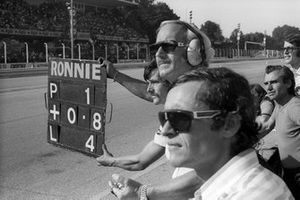 Jacky Ickx, Lotus, with Colin Chapman, Lotus Team Owner