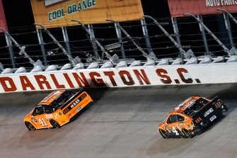 Daniel Suarez, Stewart-Haas Racing, Ford Mustang Haas Automation and Kevin Harvick, Stewart-Haas Racing, Ford Mustang Busch Beer / Big Buck Hunter