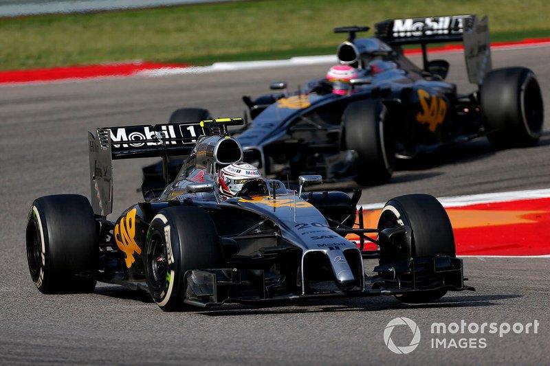Kevin Magnussen et Jenson Button en piste