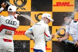 Подиум: победитель Марко Виттман, BMW Team RMG, третье место – Нико Мюллер, Audi Sport Team Abt Sportsline