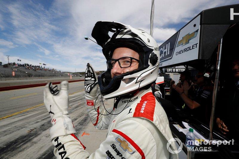 Josef Newgarden, Team Penske Chevrolet crew chief Travis Law celebrates