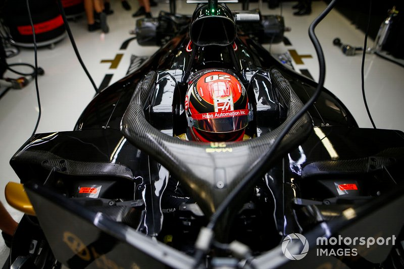 Kevin Magnussen, Haas F1, in cockpit
