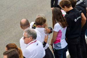 Romain Grosjean, Haas F1, F2 abraza a Alexa Quentin