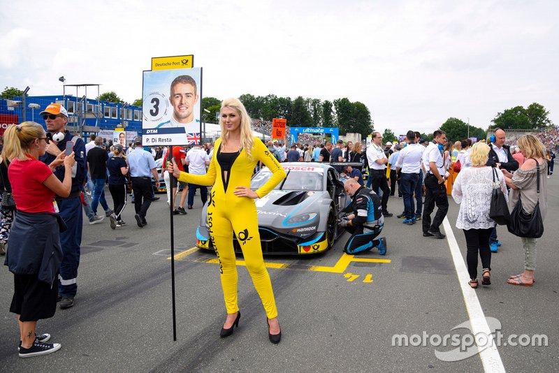 La grid girl di Paul Di Resta, R-Motorsport