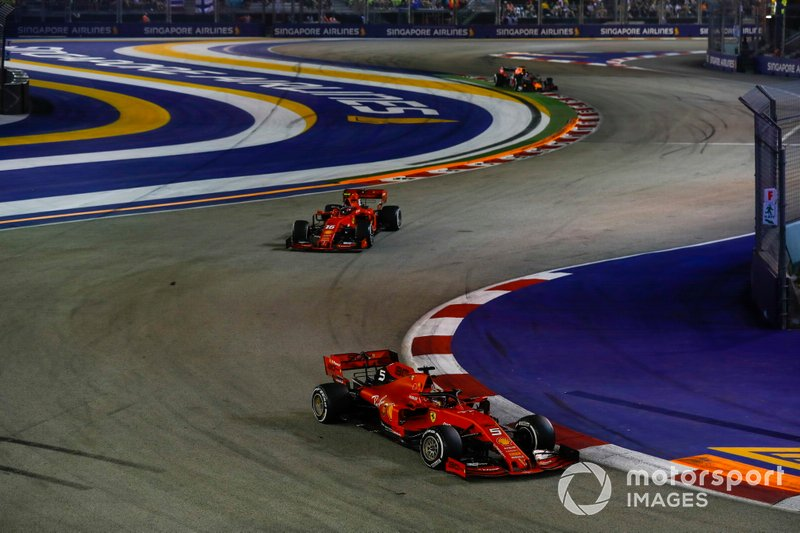 Leclerc sale detrás de Vettel tras su pitstop