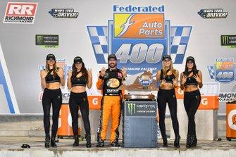 1. Martin Truex Jr., Joe Gibbs Racing, mit den Monster-Girls