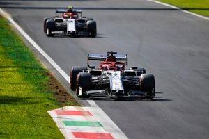 Kimi Raikkonen, Alfa Romeo Racing C38 and Antonio Giovinazzi, Alfa Romeo Racing C38