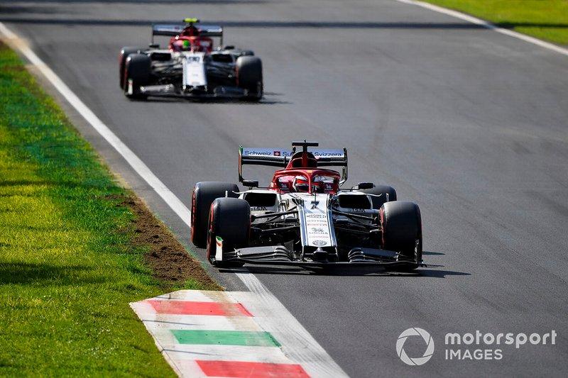 Kimi Raikkonen, Alfa Romeo Racing C38 e Antonio Giovinazzi, Alfa Romeo Racing C38