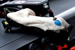 Noah Gragson, JR Motorsports, Chevrolet Camaro Switch gloves
