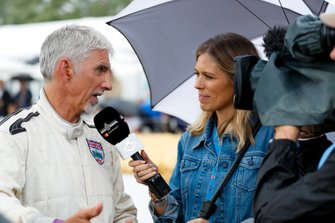 Damon Hill siendo entrevistado por Nicki Shields para Goodwood TV Nicki Shields en la Celebración de Michael Schumacher