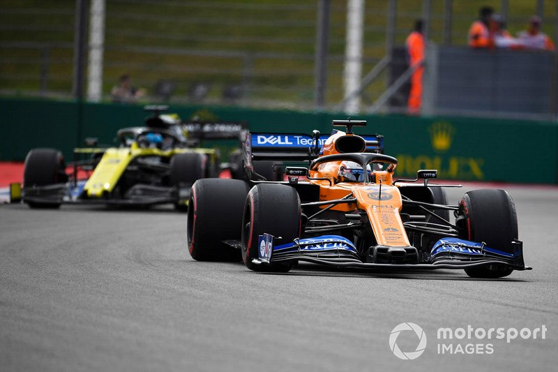 Carlos Sainz Jr., McLaren MCL34, leads Nico Hulkenberg, Renault F1 Team R.S. 19