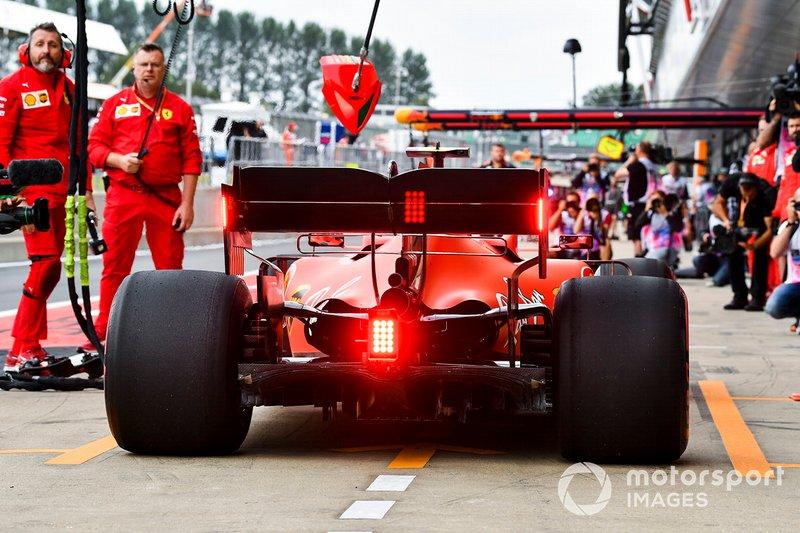 Charles Leclerc, Ferrari SF90, dans la voie des stands