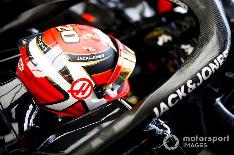 """Steiner calificó el toque como """"inaceptable"""" y regañó a sus pilotos. Lo mejor para Magnussen es que suma 14 puntos en 2019, contra solo 2 de Grosjean."""