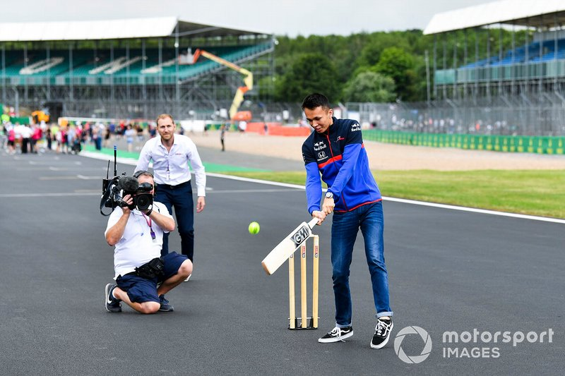 Alexander Albon, Toro Rosso plays cricket