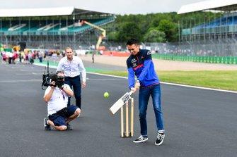 Alexander Albon, Toro Rosso plays cricket