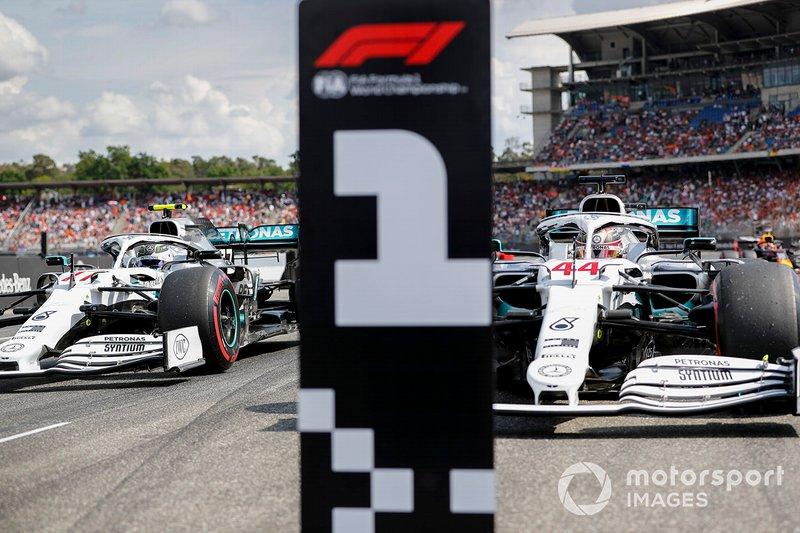 Polesitter Lewis Hamilton, Mercedes AMG F1, second place Valtteri Bottas, Mercedes AMG W10