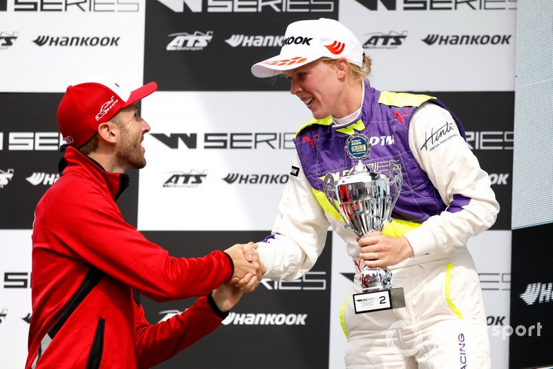 Podium: Alice Powell with René Rast, Audi Sport Team Rosberg